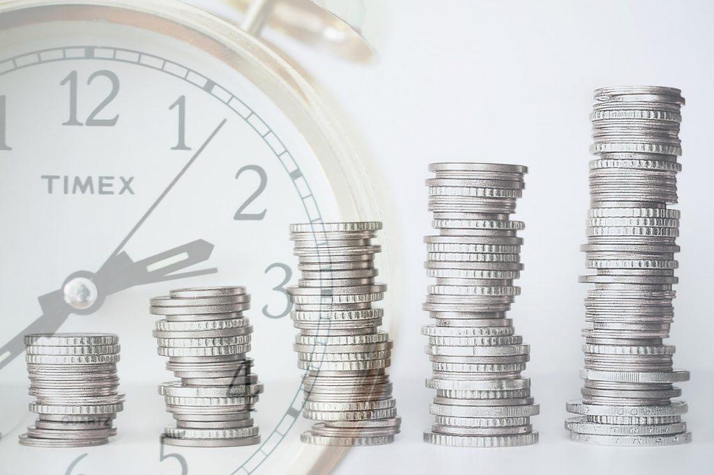 שעון ומטבעות של כסף