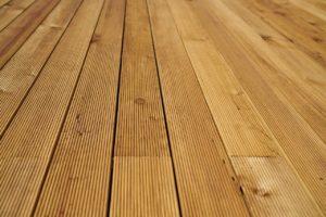רצפת עץ מלא