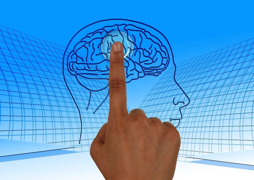 איש לוחץ על מוח