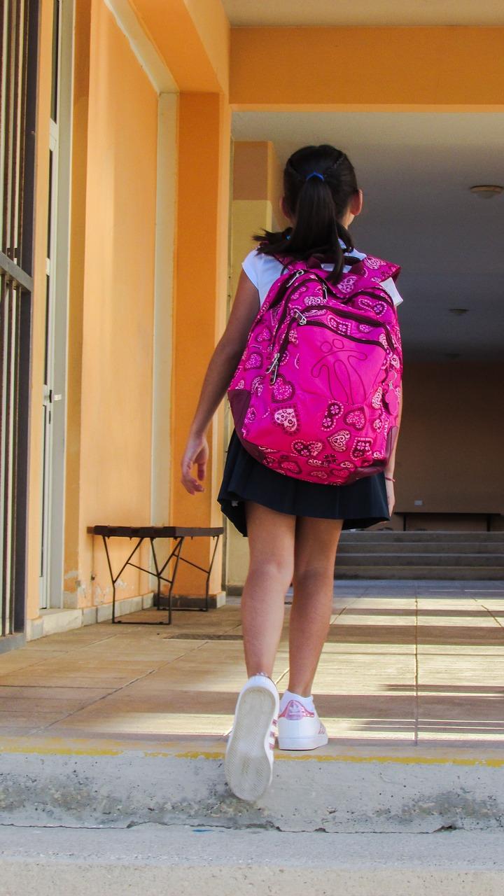 כמה עולה תיק לבית ספר